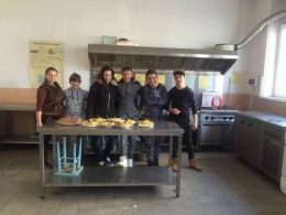 Приказната страна на храната - карвинг и декорация - Професионална гимназия по туризъм Кюстендил